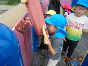 公園には楽しい遊具がありました。子どもたちは大喜び!!