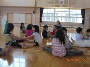 聾学校幼稚部のお友だちとの交流会。運動遊びを楽しみました。