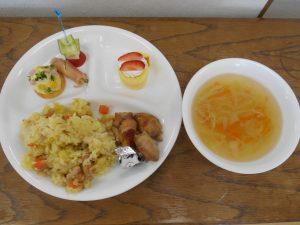 2学期最後の給食はクリスマスのごちそうでした。手の込んだおいしい給食を子どもたちは毎日楽しみにしていました。
